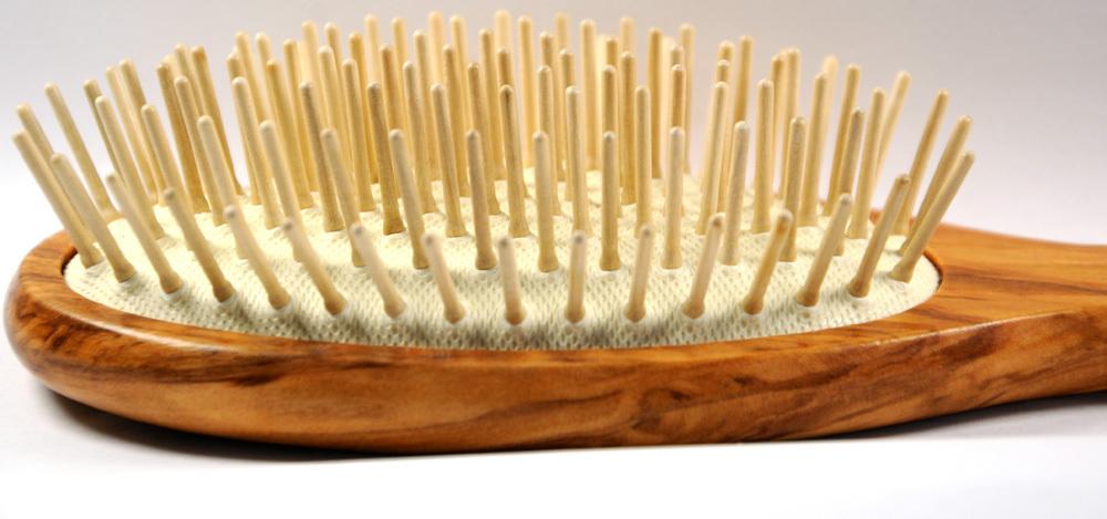 Haarbürste Olivenholz mit Holzstiften